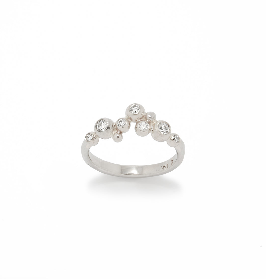 Effervescent ring featuring diamonds