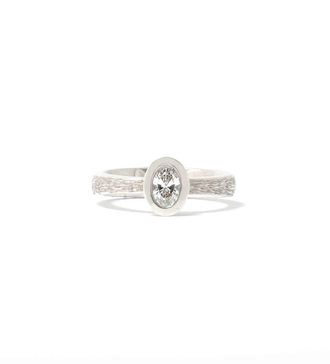Oval stream bezel solitaire