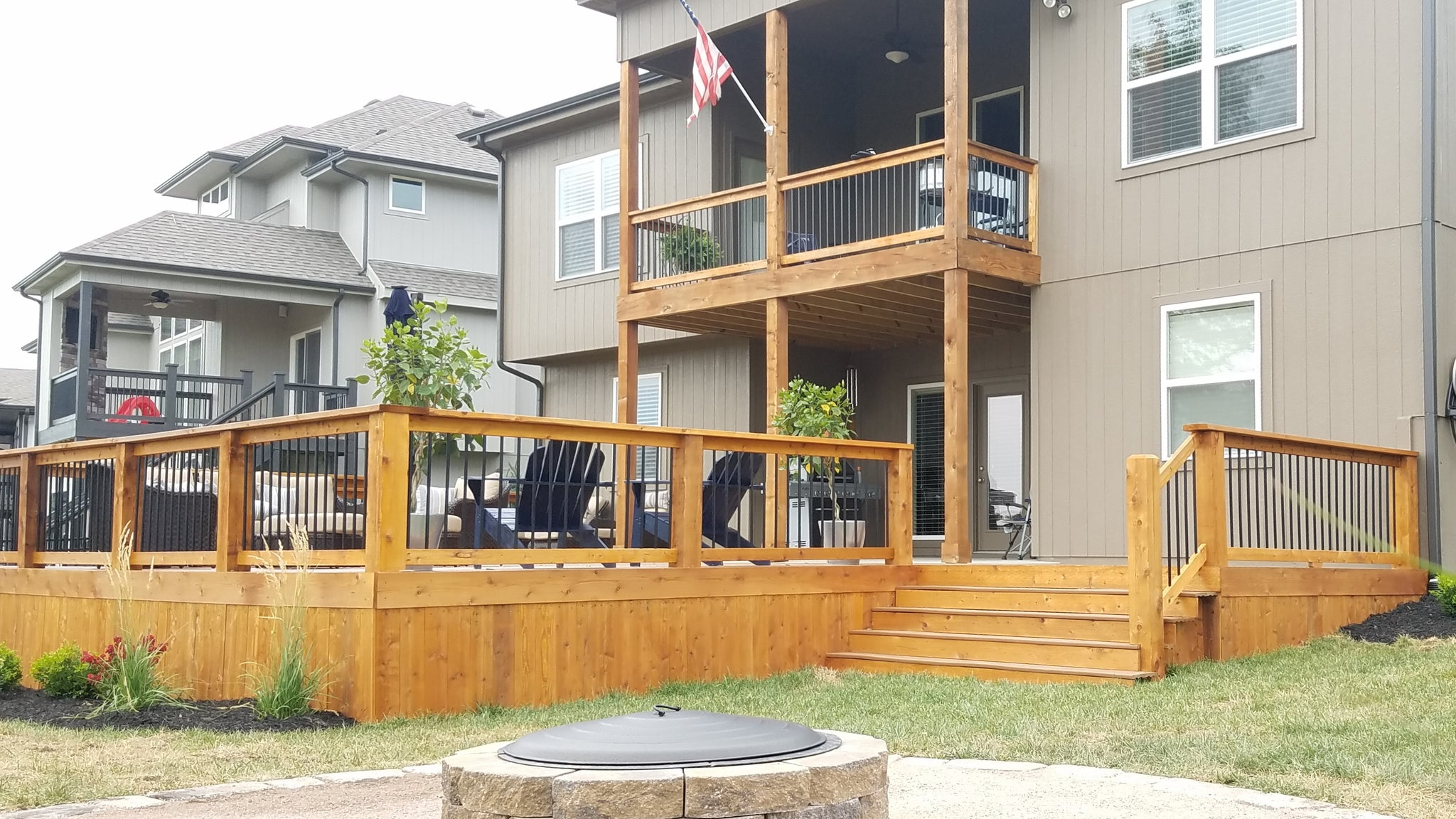 Cedar Wood Railing, Aluminum Balusters