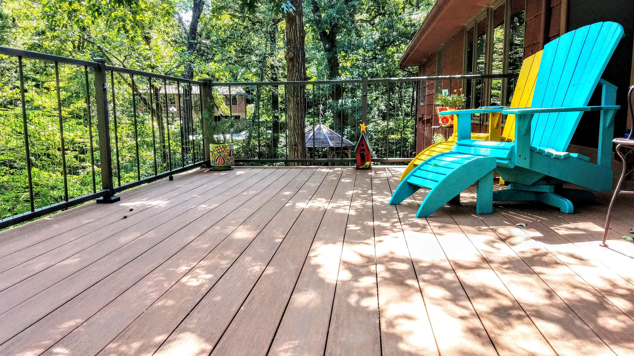 C80 VertiCable deck railing has vertical cables made from stainless steel for best railing visiablilty a type of see-threw railing
