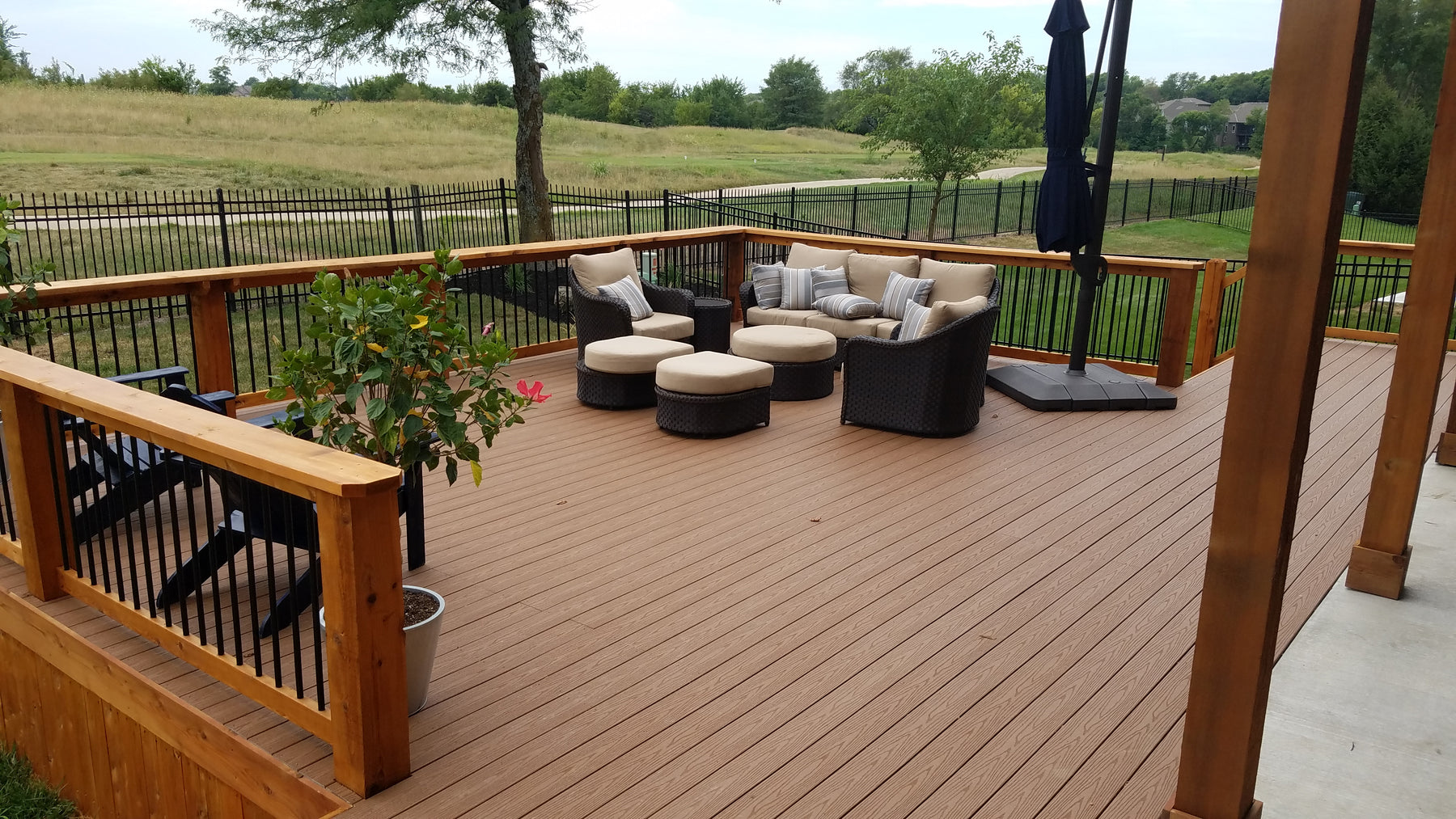 Fiberon Deck Capped Decking made from recycled plastics and wood fibers to make an encapuslated and scalloped decking board