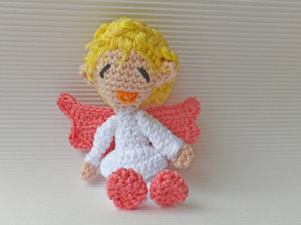 little Angel crochet - BerliDesign - product picture - crochet pattern communion baptism amigurumi