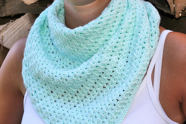 Product picture triangular shawl with a fine mussel pattern by Maschen mit Liebe at http://thepatternfactory.net
