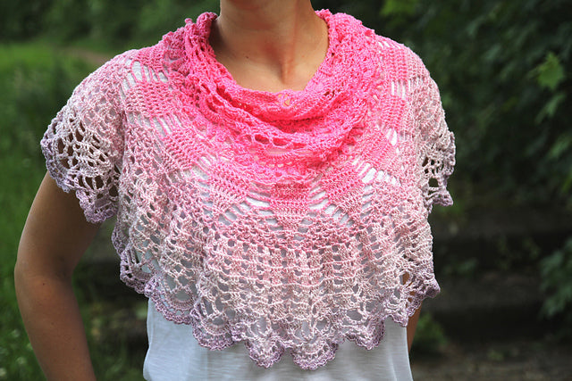 "Product picture triangular shawl ""rose blossom"" by Maschen mit Liebe at http://thepatternfactory.net"