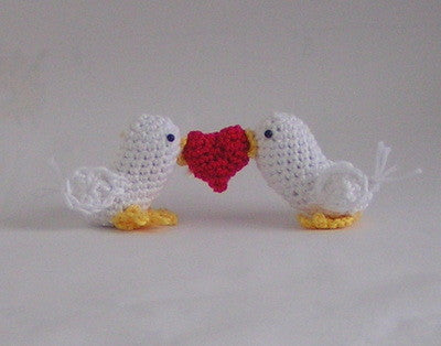 Crochet Pattern 2 love birds with heart Amigurumi crochet - Product picture - lucygurumi