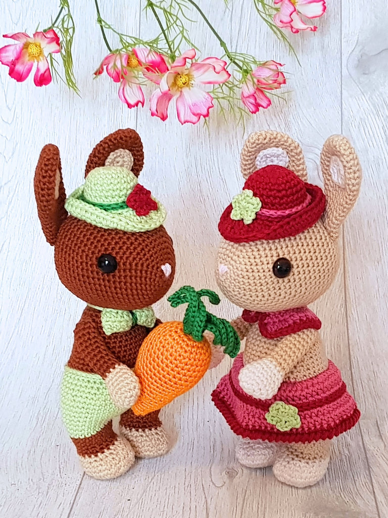 Product Picture Bunnies Hugo and Hetti – Amigurumi Crochet Pattern by AramisvonK at http://thepatternfactory.net