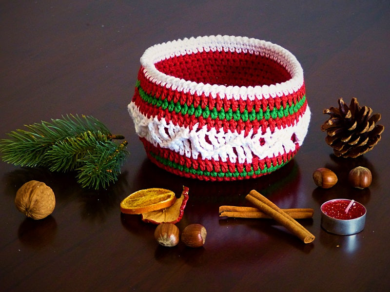 "Product Basket ""Christmas Delight"" Crochet Pattern by AramisvonK at http://thepatternfactory.net"