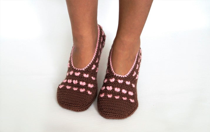 Product picture Crochet pattern house shoe with heart (Size DEU 36-43) by LeaLeem at http://thepatternfactory.net