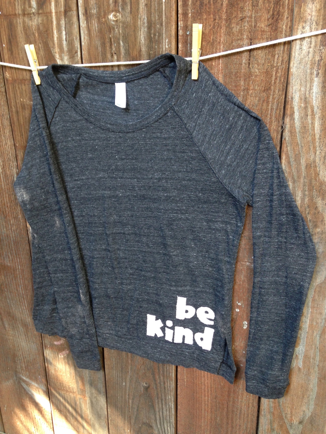 Women's be kind boyfriend tee