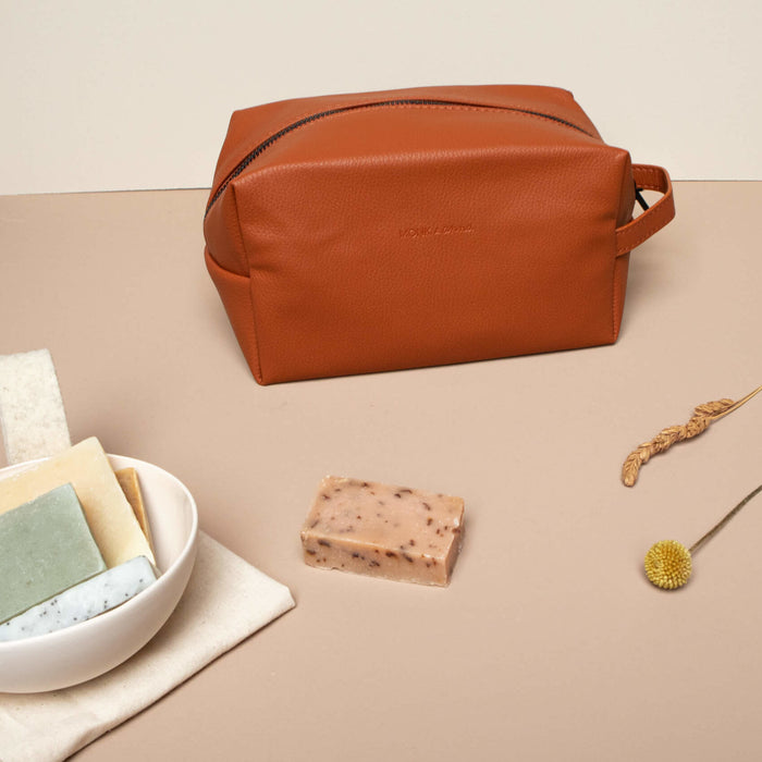 Burnt orange snyrtitaska / Burnt orange toiletry bag