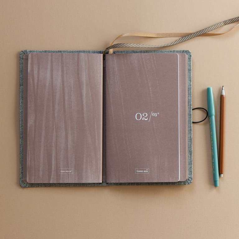 Áfyllanleg minnisbók (3 litir) / Refillable Notebook (3 colours)
