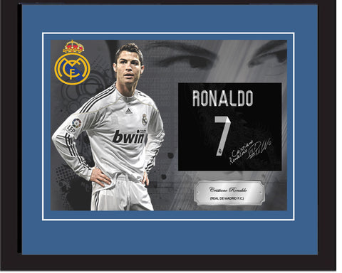 "SC - Cristiano Ronaldo (Real de Madrid FC) Signed photography in 20"" x 28"" frame (50cm x 70cm)"