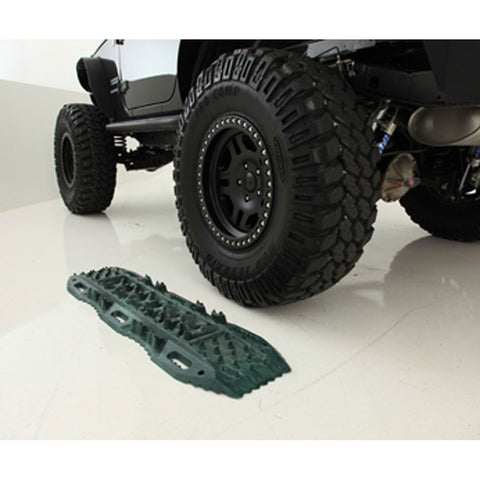 Smittybilt Element Traction Ramps (Pair)