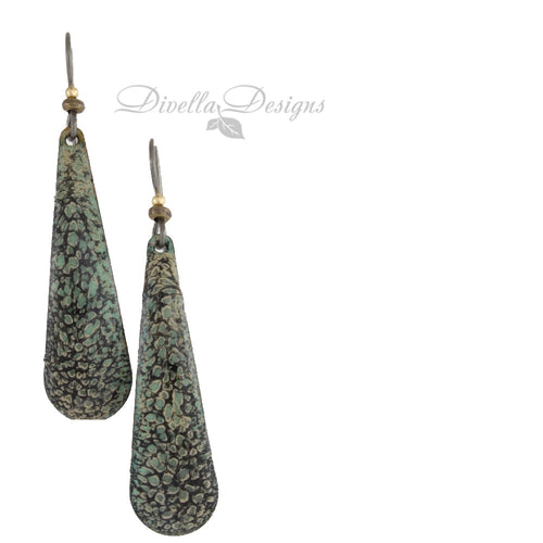 Teardrop earrings in black and willow green