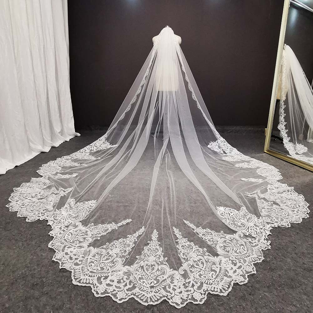 Luxury Vintage  Long Lace Bridal Veil