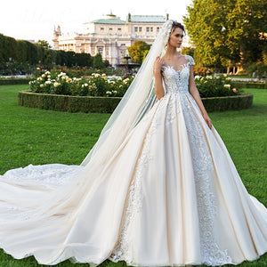 Luxury Appliques Wedding Dress
