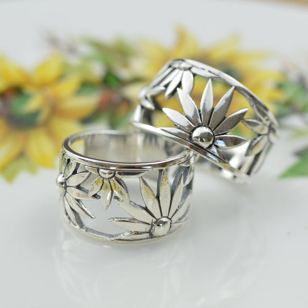 Rings - Wide Band Flower Ring