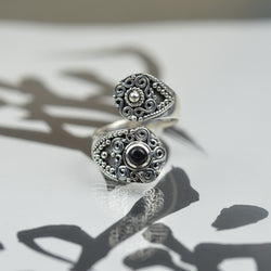 Rings - Oriental Silver And Black Onyx Wrap Ring
