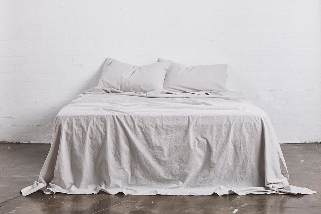 In Bed Washed Cotton flat sheet cloud grey