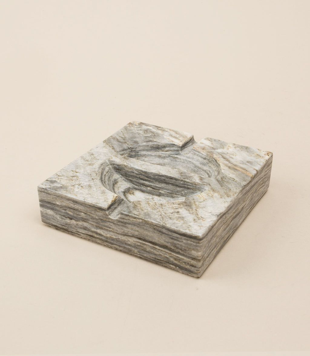 EQUILIBRIUM / ASHTRAY IN GRAY