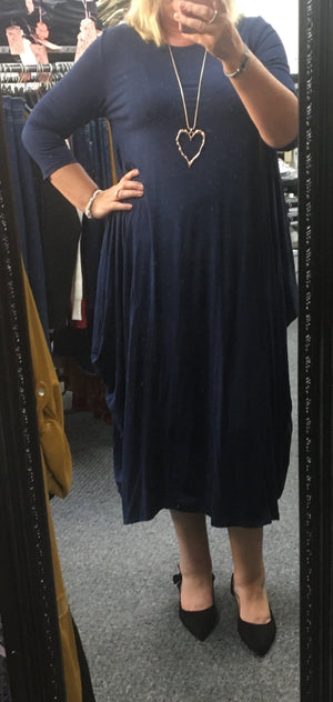 Check out this stunning Long Sleeve Parachute Dress. This is sure to make you the envy of everyone on that big night out! Pair with heels to complete the look.  Free size fits a size 10 to a 22.