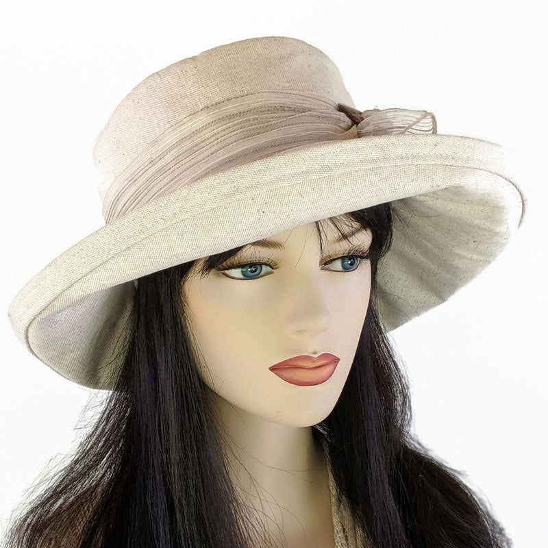 316 Extra wide brim sunblocker in cotton/flax with shell buckle and textured scarf