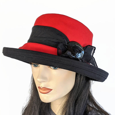306 Sunblocker with scarf and buckle in red and black cotton