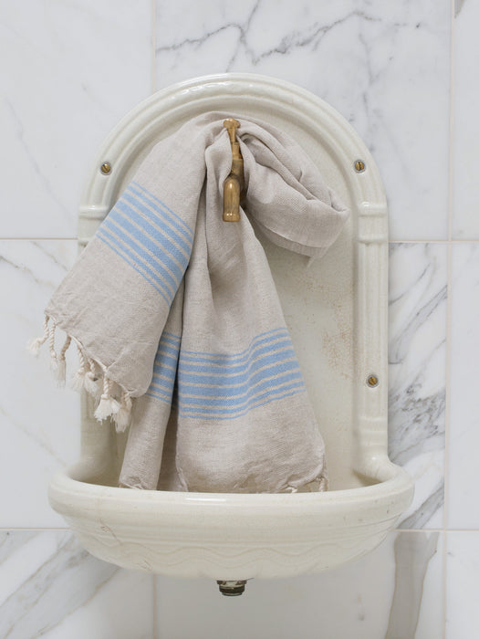 The beautifully striped and timeless hamam towels have been made of superior quality, so they absorb moist easily.