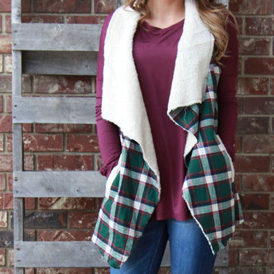 Plaid vest with pockets and faux fur lining