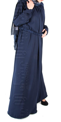 Isha pleat-neck belted abaya (Navy)