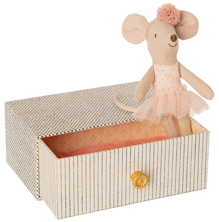 Dancing Mouse in Daybed