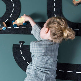 Toy roadway in felt