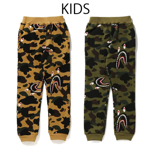 A BATHING APE BAPE KIDS SHARK 1ST CAMO SWEAT PANTS