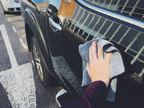 Waterless detailing buffing residue to reveal shine