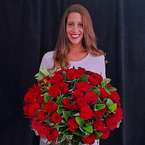 Mudgee florist Mudgee Monkey is a local based florist in the Mudgee Area. Pictured is a generous bouquet red roses. Valentines day Free delivery and mothers day