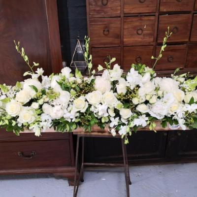 Mudgee florist Mudgee Monkey is a local based florist in the Mudgee Area. Pictured is a generous  bouquet box of classic white flowers delivered free