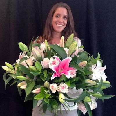 Mudgee florist Mudgee Monkey is a local based florist in the Mudgee Area. Pictured is a generous bouquet  box roses. Valentines day Free delivery and mothers day