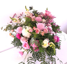 Load image into Gallery viewer, mudgee florist pink flowers mudgee monkey mudgee flowers