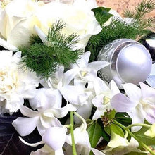 Load image into Gallery viewer, Mudgee florist, mudgee wildflower Mudgee monkey christmas flower boxed arrangements