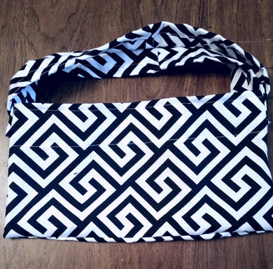 DOUBLE HANDLE BLACK AND WHITE BAG
