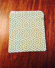 SET OF 3 GREEN AND WHITE ZIPPER POUCH