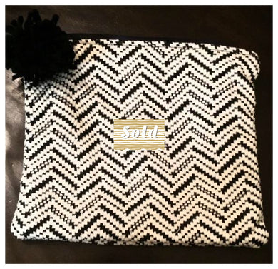 BLACK AND WHITE KNIT BAG (sold)