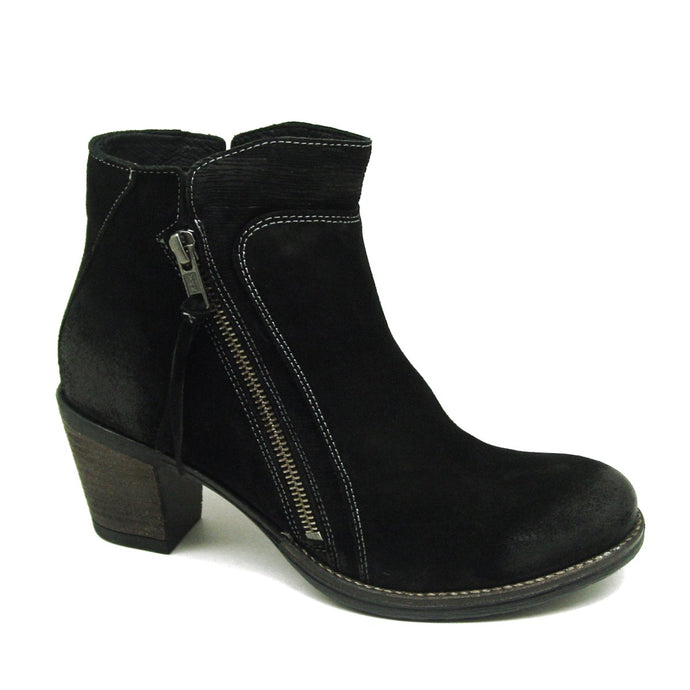 Dillie Black Suede