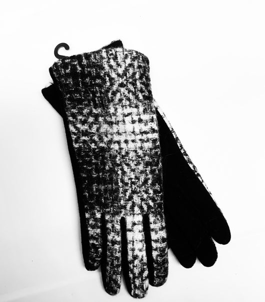 Black and white tweed gloves
