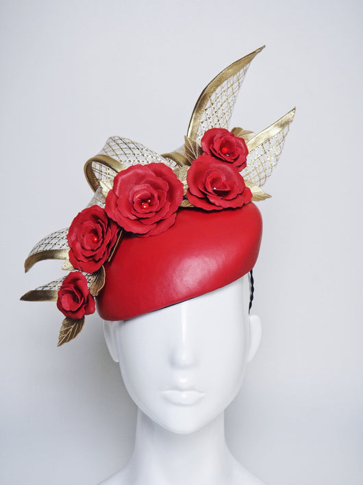 Royal flush - Red leather base with gold crinoline details
