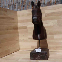 Load image into Gallery viewer, OCATGONAL HORSE HEAD RESIN - Jamjo Online
