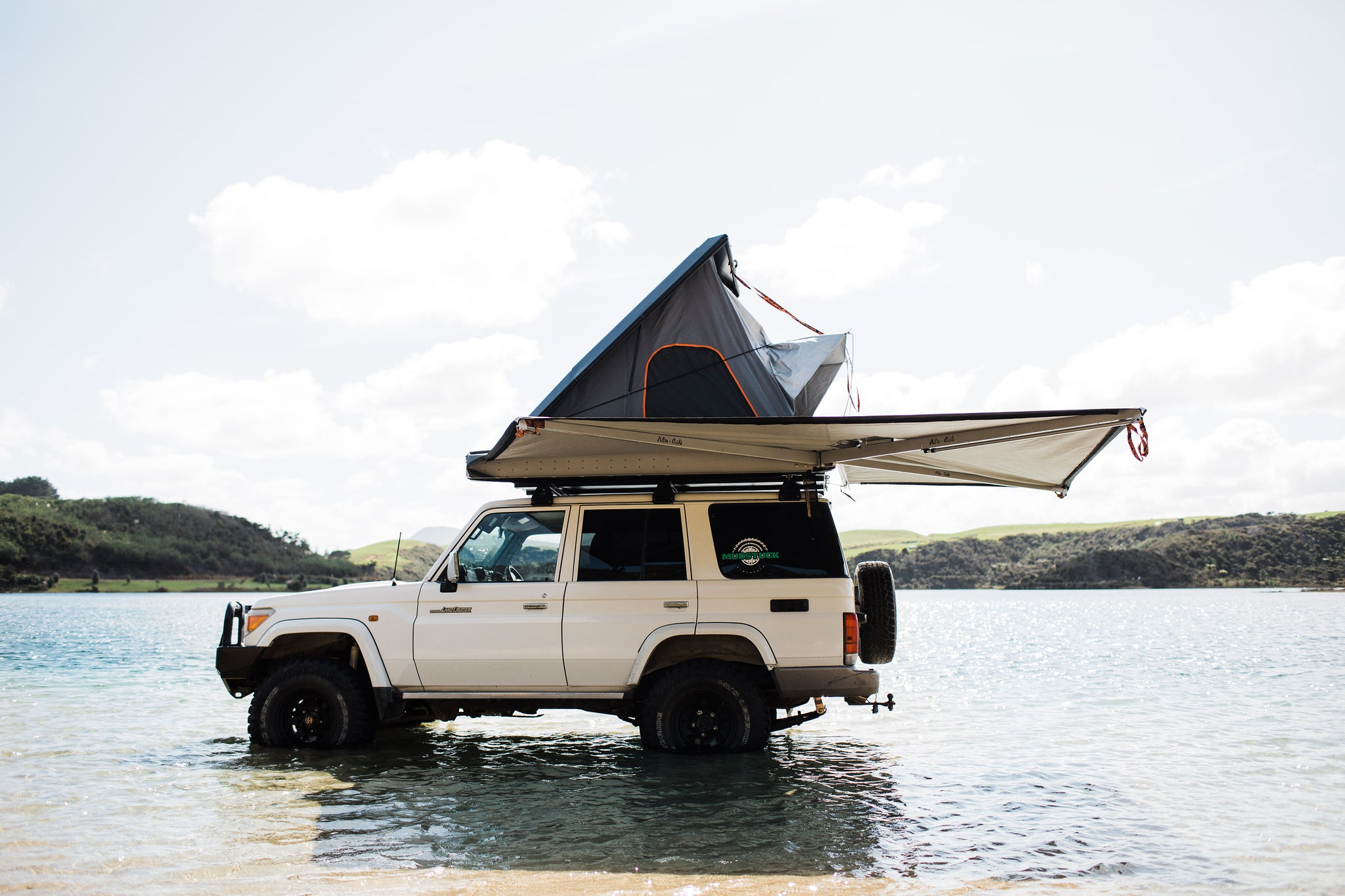 Alucab roof top tent