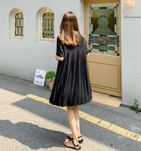 Load image into Gallery viewer, PLEATED BACK CHIFFON DRESS