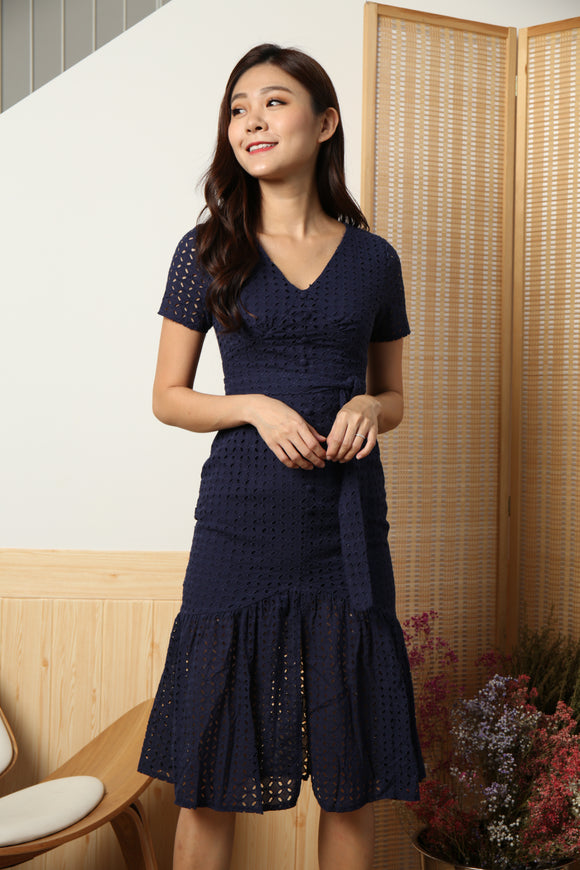 SLEEVE EYELET BUTTON DOWN DRESS (NAVY)