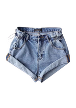 Load image into Gallery viewer, [READY-STOCK] CUFF HEM DENIM SHORTS